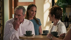 Karl Kennedy, Bea Nilsson, Susan Kennedy, Sheila Canning in Neighbours Episode 8612