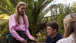 Chloe Brennan, Hendrix Greyson, Mackenzie Hargreaves in Neighbours Episode 8635