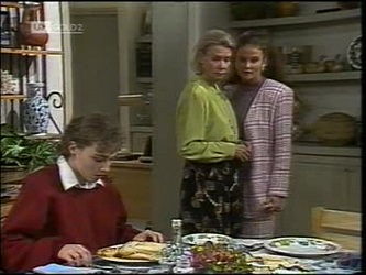 Debbie Martin, Helen Daniels, Julie Martin in Neighbours Episode 2180