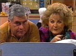 Lou Carpenter, Cheryl Stark in Neighbours Episode 2198