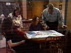 Gaby Willis, Pam Willis, Cody Willis, Doug Willis in Neighbours Episode 2199