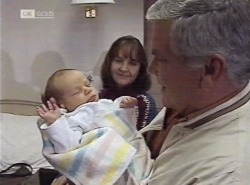 Zac Willis, Pam Willis, Lou Carpenter in Neighbours Episode 2202