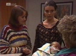 Pam Willis, Gaby Willis, Zac Willis, Cheryl Stark in Neighbours Episode 2202