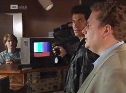 Brett Stark, Photographer, Artie Goldberg in Neighbours Episode 2202