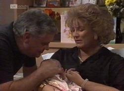 Lou Carpenter, Louise Carpenter (Lolly), Cheryl Stark in Neighbours Episode 2204