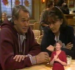Doug Willis, Pam Willis in Neighbours Episode 2215
