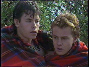 Mike Young, Scott Robinson in Neighbours Episode 0408