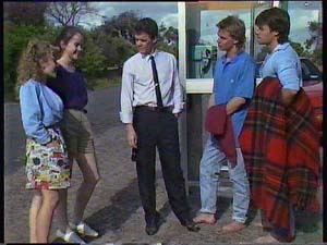 Charlene Mitchell, Kelly Morgan, Paul Robinson, Scott Robinson, Mike Young in Neighbours Episode 0408