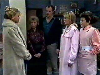Amanda Harris, Jane Harris, Helen Daniels, Jim Robinson, Lucy Robinson in Neighbours Episode 0555