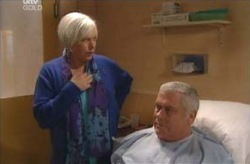 Rosie Hoyland, Lou Carpenter in Neighbours Episode 4135