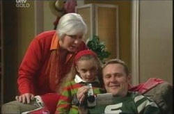 Rosie Hoyland, Max Hoyland, Summer Hoyland in Neighbours Episode 4139