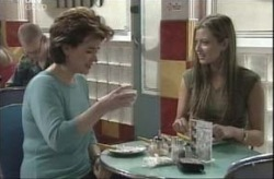 Lyn Scully, Felicity Scully in Neighbours Episode 4143