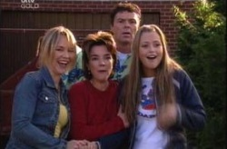 Steph Scully, Lyn Scully, Joe Scully, Felicity Scully in Neighbours Episode 4144