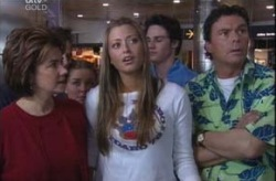 Lyn Scully, Felicity Scully, Michelle Scully, Jack Scully, Joe Scully in Neighbours Episode 4144