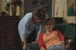 Lyn Scully, Steph Scully in Neighbours Episode 4150