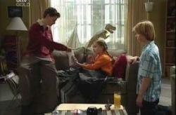 Daniel Clohesy, Summer Hoyland, Dino, Boyd Hoyland in Neighbours Episode 4152