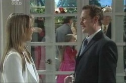 Steph Scully, Max Hoyland in Neighbours Episode 4155