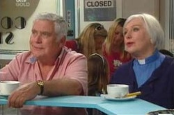 Lou Carpenter, Rosie Hoyland in Neighbours Episode 4179