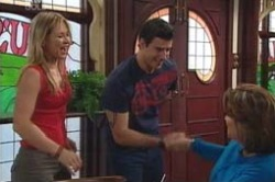 Steph Scully, Alex Argenzio, Lyn Scully in Neighbours Episode 4182