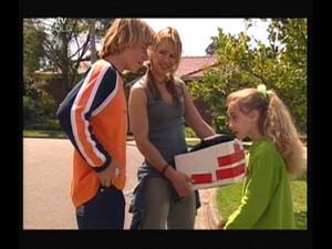 Boyd Hoyland, Steph Scully, Summer Hoyland in Neighbours Episode 4188