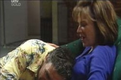 Joe Scully, Lyn Scully in Neighbours Episode 4189