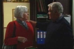 Rosie Hoyland, Lou Carpenter in Neighbours Episode 4197