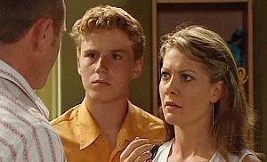 Max Hoyland, Izzy Hoyland, Boyd Hoyland in Neighbours Episode 4477