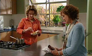Lyn Scully, Susan Kennedy in Neighbours Episode 4483