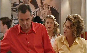 Karl Kennedy, Izzy Hoyland, Lyn Scully in Neighbours Episode 4489