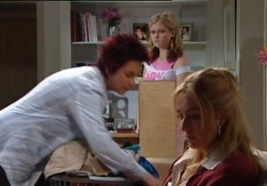 Lyn Scully, Janae Timmins, Janelle Timmins in Neighbours Episode 4839