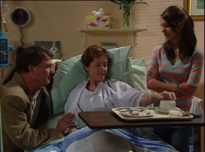 Alex Kinski, Susan Kennedy, Rachel Kinski in Neighbours Episode 4840