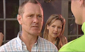 Max Hoyland, Steph Scully in Neighbours Episode 4981