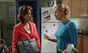 Lyn Scully, Janelle Timmins in Neighbours Episode 4981