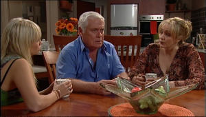 Sky Mangel, Lou Carpenter, Janelle Timmins in Neighbours Episode 5040