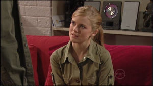Elle Robinson in Neighbours Episode 5042