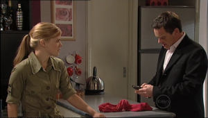 Elle Robinson, Paul Robinson in Neighbours Episode 5042