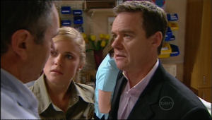 Karl Kennedy, Elle Robinson, Paul Robinson in Neighbours Episode 5043