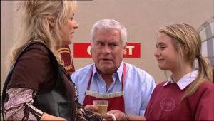 Janelle Timmins, Lou Carpenter, Anne Baxter in Neighbours Episode 5050