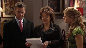 Paul Robinson, Lyn Scully, Elle Robinson in Neighbours Episode 5053