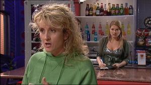 Patricia Smith, Izzy Hoyland in Neighbours Episode 5056