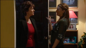 Lyn Scully, Izzy Hoyland in Neighbours Episode 5056