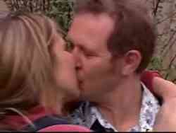 Max Hoyland, Steph Scully in Neighbours Episode 5061