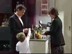 Paul Robinson, Lyn Scully, Oscar Scully in Neighbours Episode 5061