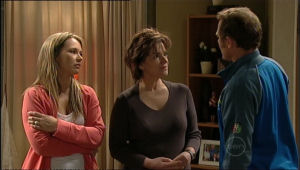 Steph Scully, Lyn Scully, Max Hoyland in Neighbours Episode 5067