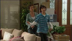 Susan Kennedy, Zeke Kinski in Neighbours Episode 5069