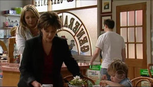 Steph Scully, Lyn Scully, Oscar Scully in Neighbours Episode 5073