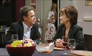 Lyn Scully, Paul Robinson, Elle Robinson in Neighbours Episode 5074