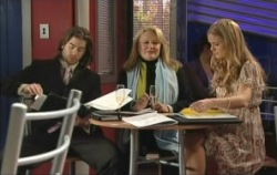 Loris Timmins, Dylan Timmins, Elle Robinson in Neighbours Episode 5079