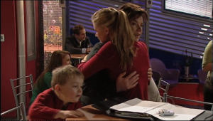 Oscar Scully, Lyn Scully, Elle Robinson in Neighbours Episode 5084