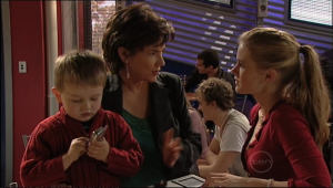 Lyn Scully, Oscar Scully, Elle Robinson in Neighbours Episode 5084